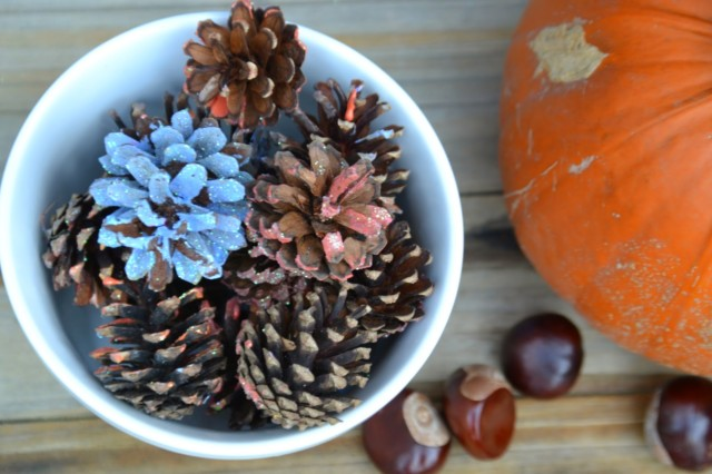 pinecone decorating
