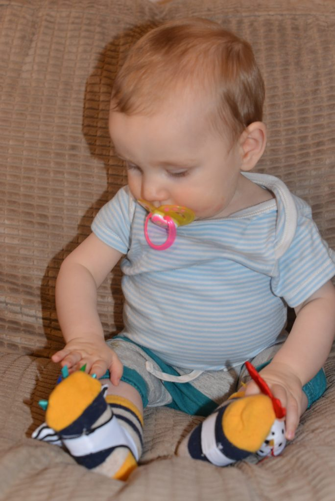 Twiddle Ons – How to stop baby socks falling off