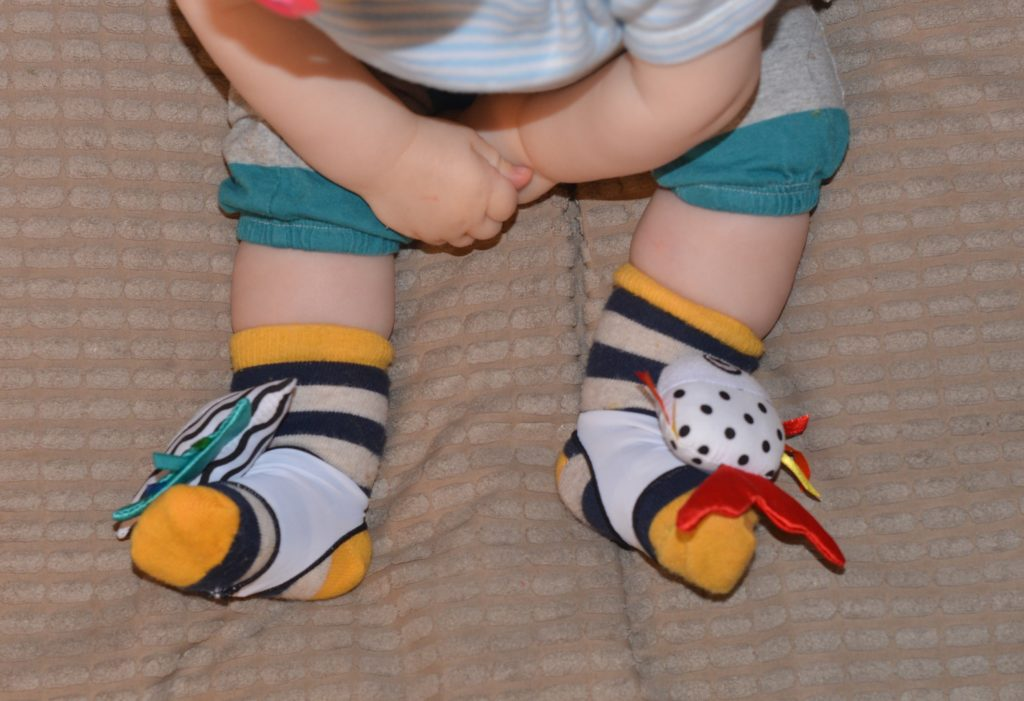 how-to-stop-baby-socks-falling-off