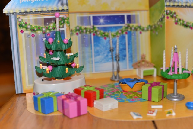 Playmobil – Advent Calendar Christmas Room with Illuminating Tree
