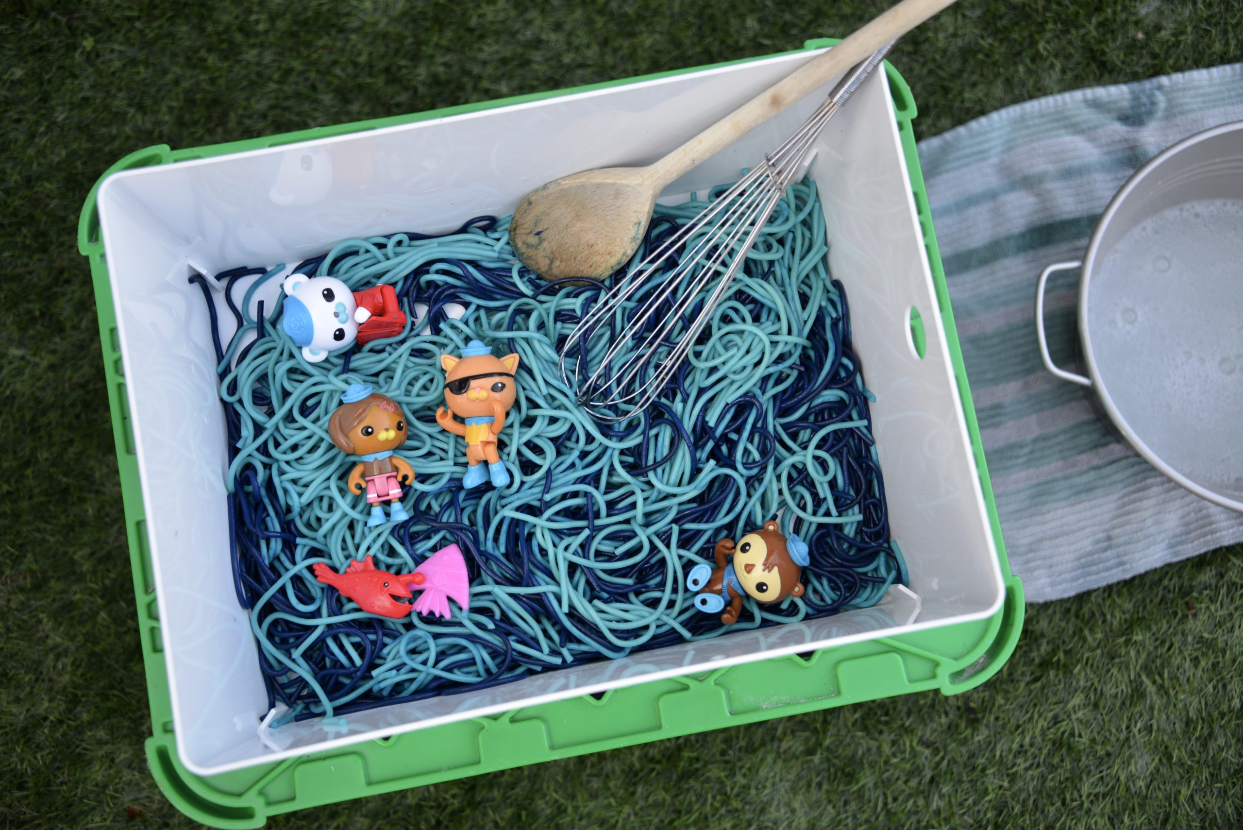 Octonauts Messy Play - Spaghetti